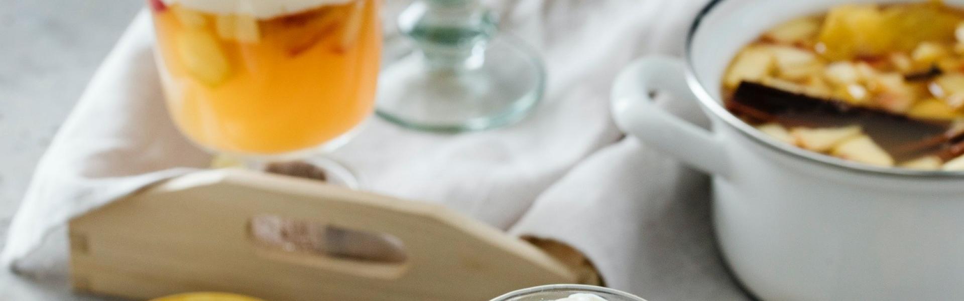 Apfelpunsch mit Eierlikörsahne in Glas