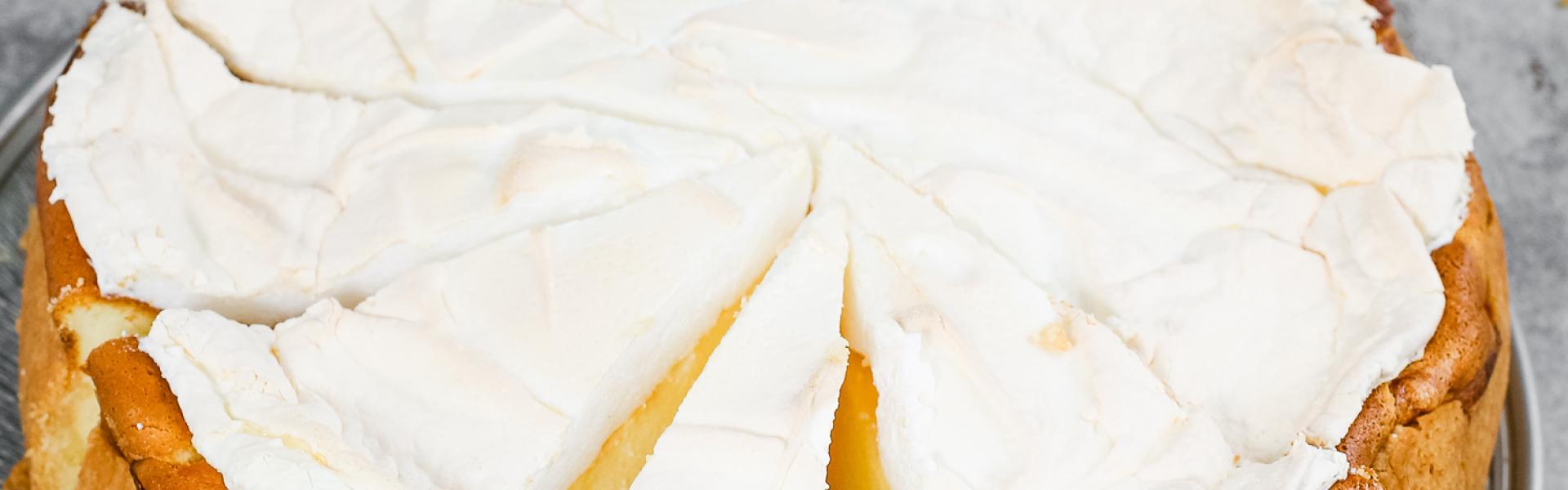 Käsekuchen mit Baiserhaube aka Tränenkuchen angeschnitten