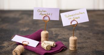 DIY Tischkärtchenhalter aus Weinkorken