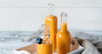 Apfel-Karotten-Saft mit Mandeln im Cookit