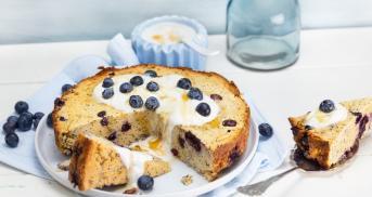 Glutenfreier Blaubeer-Mandelkuchen mit Joghurt