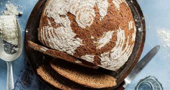 Du backst ab sofort Dinkelbrot wie vom Bäcker