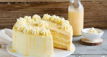 Eierlikör Drip Cake mit weißer Schokolade
