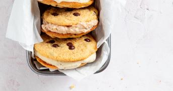 Eissandwich mit Original American Cookies