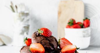 Erdbeer-Schoko-Muffins mit doppelt Schoko