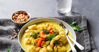 Fischcurry mit buntem Gemüse