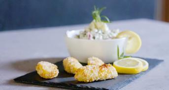Selbstgemachte Fischstäbchen mit Kartoffelsalat