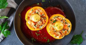 Gefüllte Paprika mit Süßkartoffel und Spiegelei