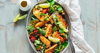 Lauwarmer Halloumi Salat, der glücklich macht