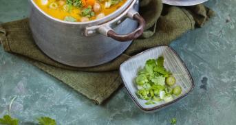 Karottensuppe mit Kichererbsen