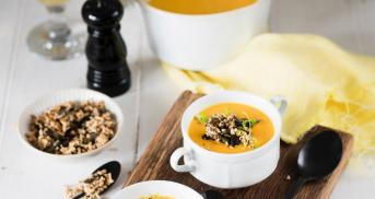 Karottensuppe mit Knusper-Topping
