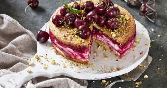 Cremige Kirsch-Quark-Torte mit Fruchtswirl