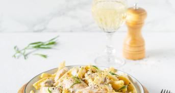 One Pot Pasta mit Hähnchen-Sahne-Weißwein-Sauce im Cookit
