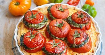 Quiche mit gefüllten Tomaten