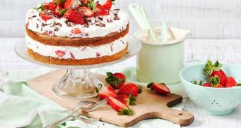 Frische Erdbeer-Joghurt-Torte
