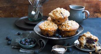 Ahornsirup-Heidelbeer-Muffins mit Haferflocken