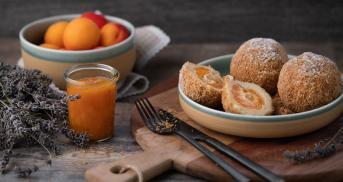 Aprikosenknödel mit Marzipan