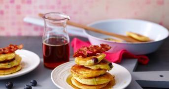 Die luftigsten Blaubeer-Pancakes, die du kriegen kannst