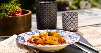 Curryreis mit Hähnchen und Gemüse