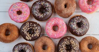 Dreierlei Donuts mit Schoko, Zimt und Zuckerguss
