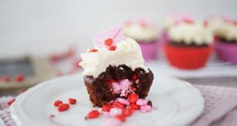 Surprise Inside Cupcakes für Valentinstag