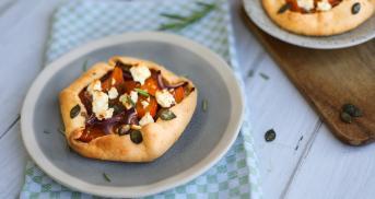 Mini-Crostatas mit Kürbis und Feta