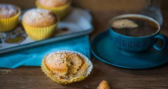 Saftige Marzipan-Muffins mit Apfelmus und Tonkabohne