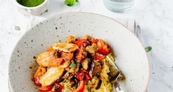 Pesto-Polenta mit Halloumi und Gemüse