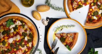 Pizza mit Rosmarin-Kartoffeln und Minz-Pesto