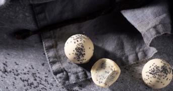 Pralinen mit weißer Schokolade und Mohn
