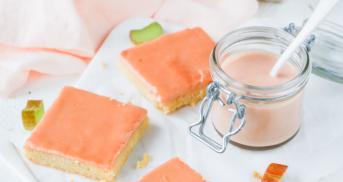 Süße Rhabarber-Curd-Schnittchen