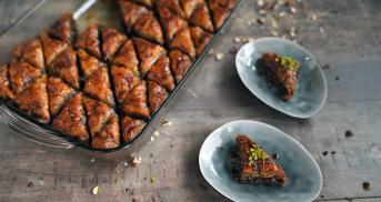 Baklava mit Nüssen und dreierlei Schokolade