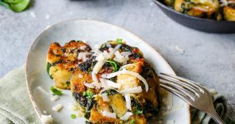 Knusprige Spinatknödel mit Parmesan