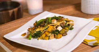 Vegane Kürbislasagne mit Spinat und Salbei