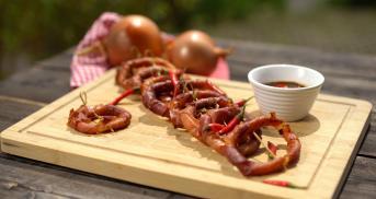 Onion Rings mit luftgetrocknetem Schinken
