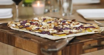Fruchtiger Steckrüben-Flammkuchen