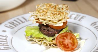 Ramen-Burger mit Wasabimayonnaise