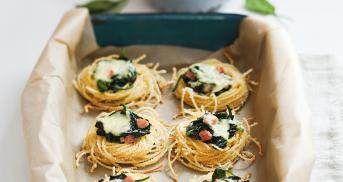 Knusprige Spaghetti-Spinat-Nester mit Käse