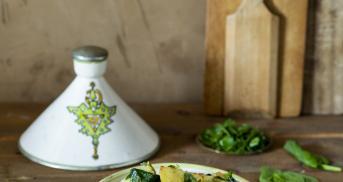 Tajine mit Kartoffeln, Spinat und gerösteten Walnüssen