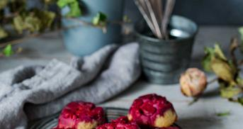 Upside Down Low Carb Muffins mit Himbeeren