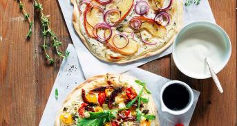 Vegane Flammkuchen mit zweierlei Belägen