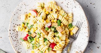 Veganer Nudelsalat mit Blitz-Mayo