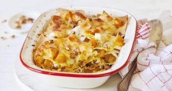 Winterkürbis-Lasagne mit Ziegenfrischkäse und Haselnüssen