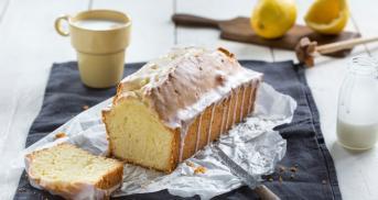 Zitronenkuchen mit Butter