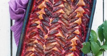 Zwetschgenkuchen mit Rührteig und Zuckerkruste