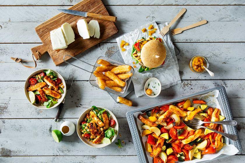 Halloumi Käse mit Ofengemüse, als Burger, als Fritten und im Salat.