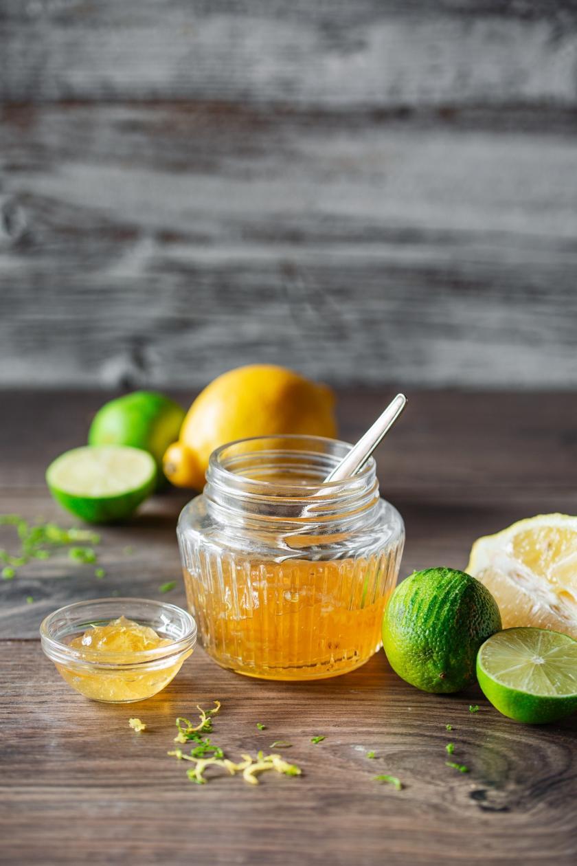 Limetten-Zitronen-Marmelade im Glas