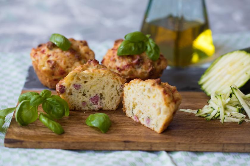herzhafte muffins mit salami rezepte von simply yummy. Black Bedroom Furniture Sets. Home Design Ideas