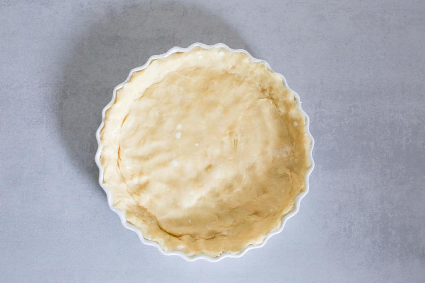 Tarteform mit Teig für den Pumpkin Pie ausgekleidet.