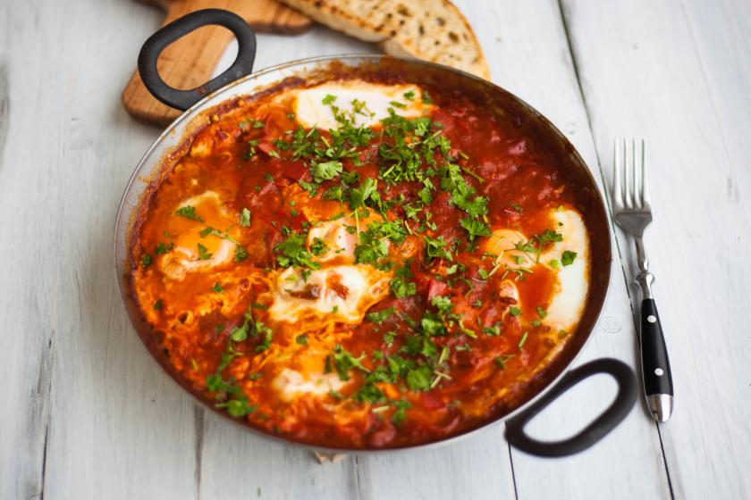 shakshuka in tomatenso e pochierte eier simply yummy. Black Bedroom Furniture Sets. Home Design Ideas
